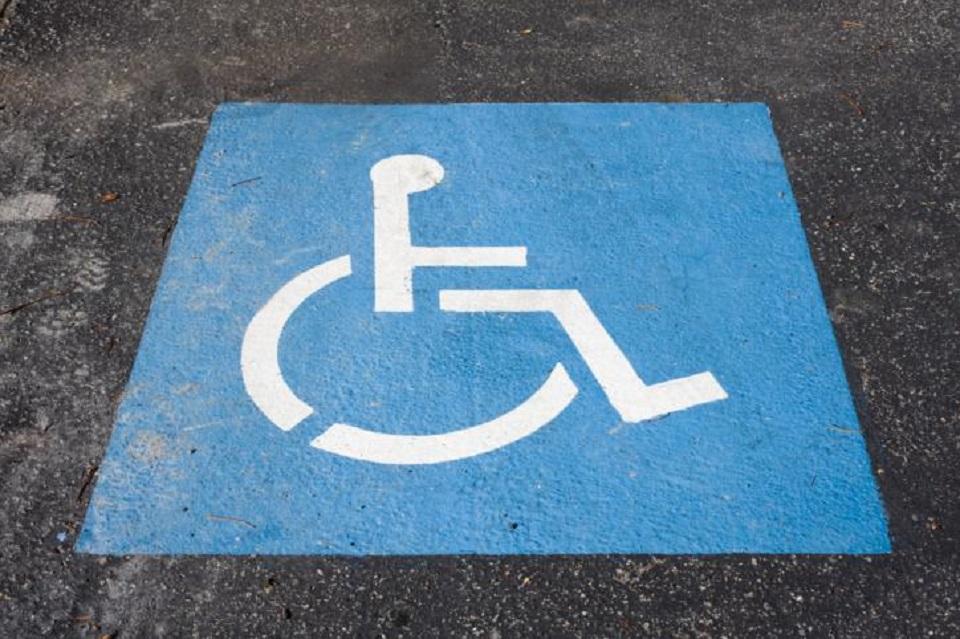 MRiPS. Nie będzie powrotu do bezterminowej karty postojowej dla niepełnosprawnych