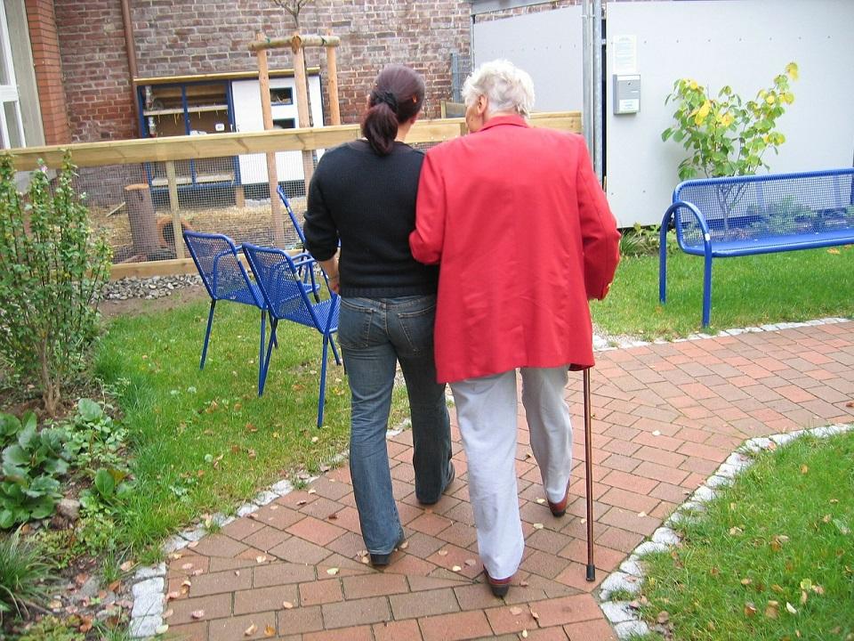 Petycje w sprawie programów usług asystenckich i opieki wytchnieniowej. Rok 2022 r. ma przynieść poprawę