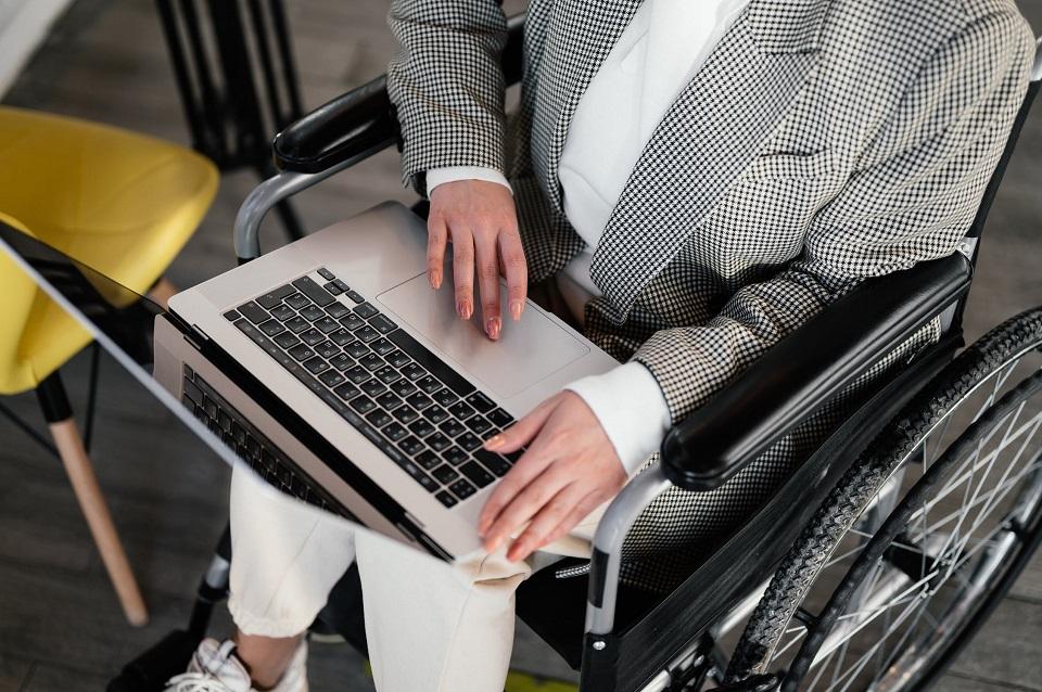 Grupa Amica wspiera aktywizację niepełnosprawnych na rynku pracy