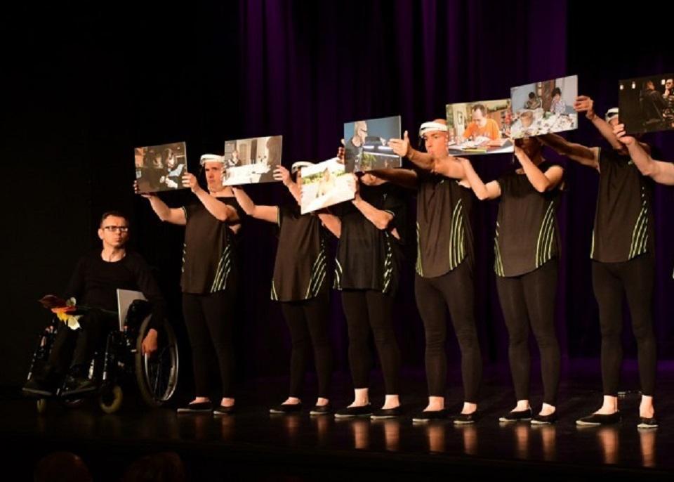 Biłgoraj. Niepełnosprawni artyści zaprezentowali się na scenie