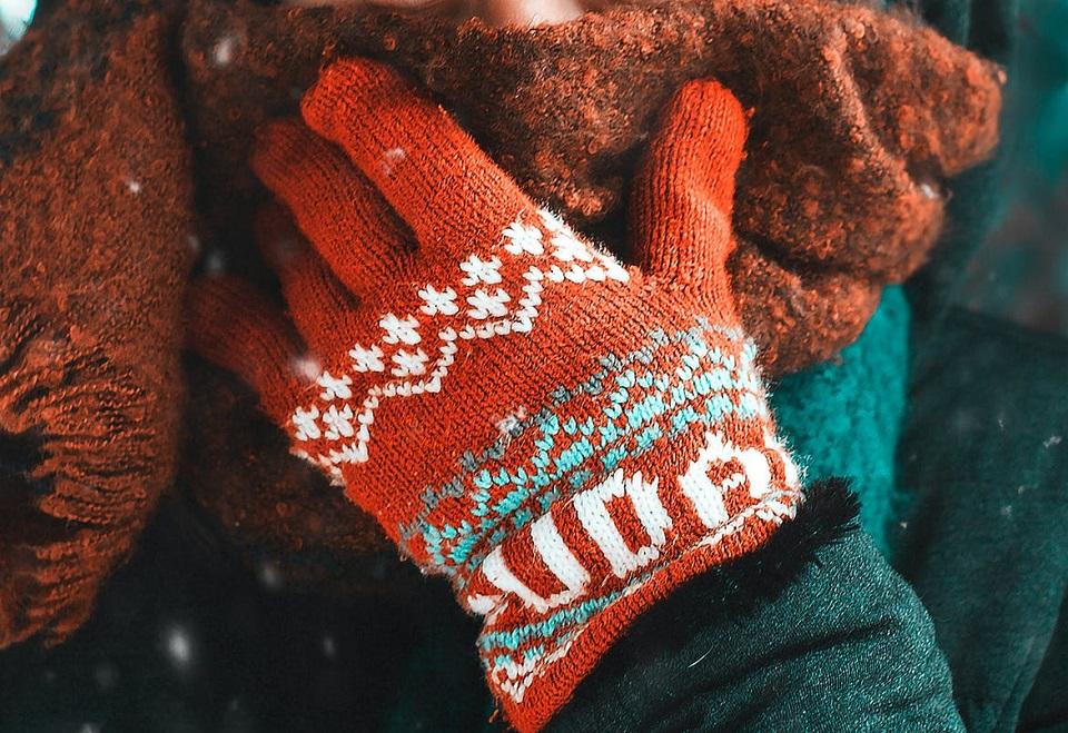 Malbork. Caritas prosi o ciepłą odzież dla osób bezdomnych. Działa też pomocowa lodówka