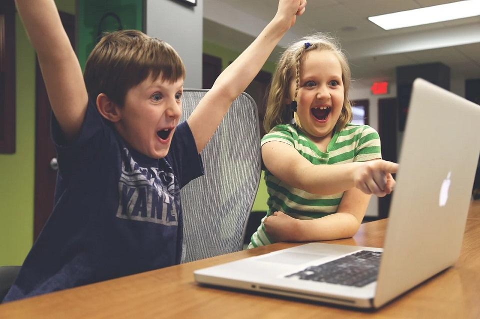 Komputery dla dzieci ze wsi popegeerowskich. Procedura ubiegania się o środki uległa zmianie
