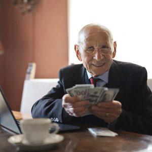 Zmniejsza się zadłużenie emerytów