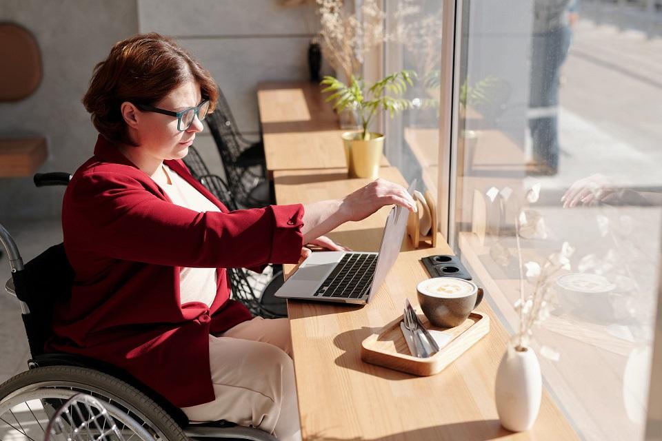 Bydgoszcz. Konferencja o sytuacji niepełnosprawnych na regionalnym rynku pracy